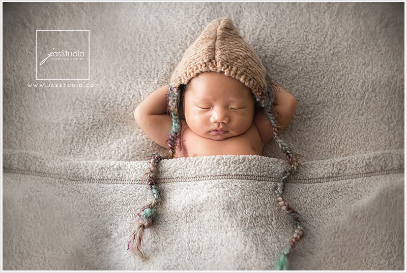 Sometimes there are no words to express what you feel as a newborn photographer when you are surrounded by moments of such love and such beauty